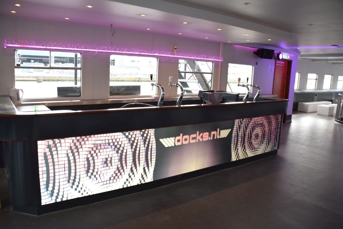 Rederij Docks.nl: Key visual printed on reflective traphic vinyl; glows in the dark!